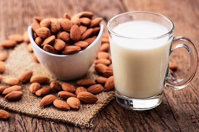 How many almonds a day to lower cholesterol
