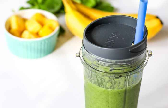 Detox Green Smoothie with Chia Seeds Recipe